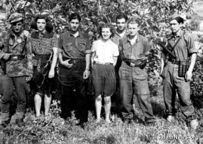 Мехти (третий справа) в партизанском отряде